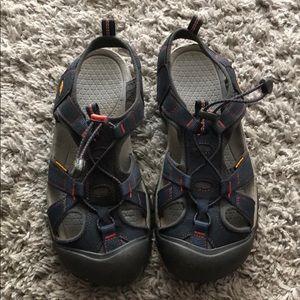 Women's 11 Keen sandals